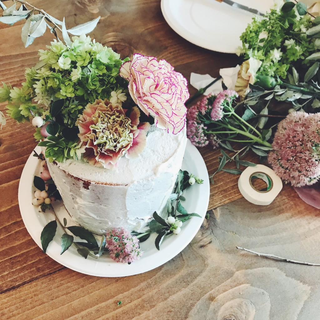 お花を挿したケーキ