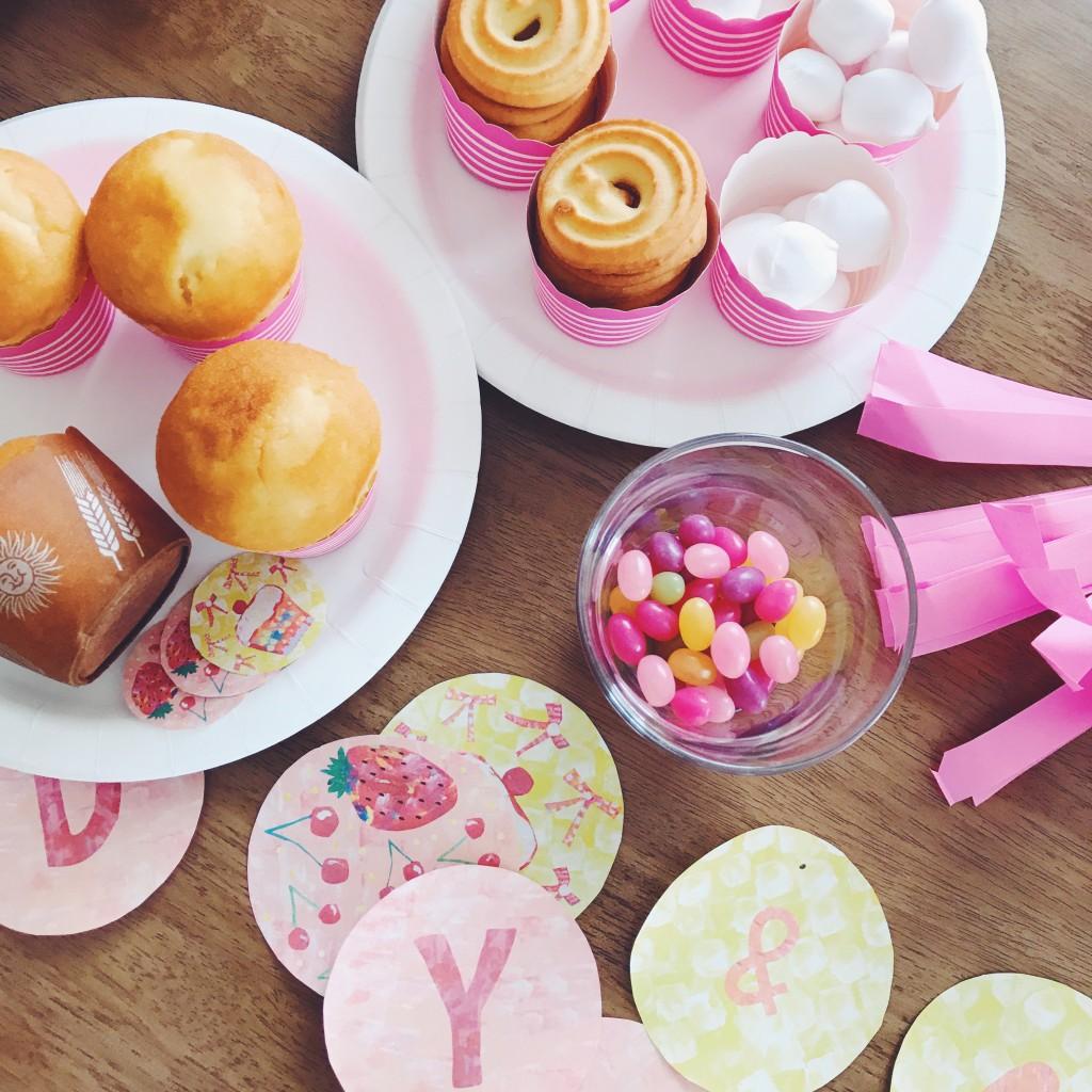 カップケーキとガーランド