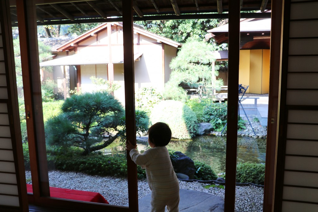 子連れ旅行-桜岡茶寮の縁側