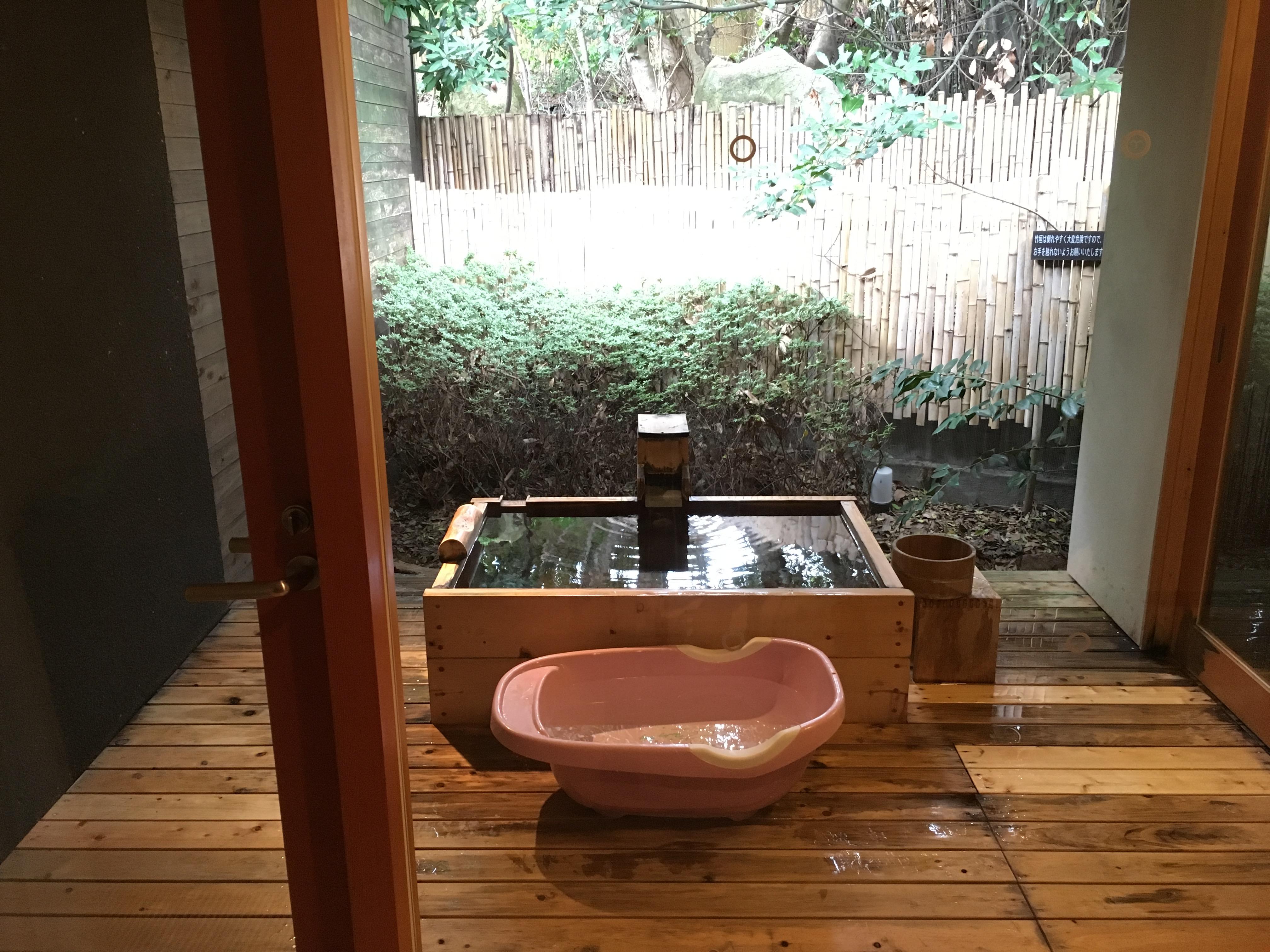 川棚グランドホテル 露天風呂にベビーバス